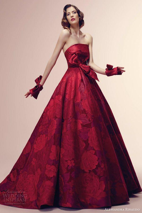 Aライン 真紅のバラ柄ドレス