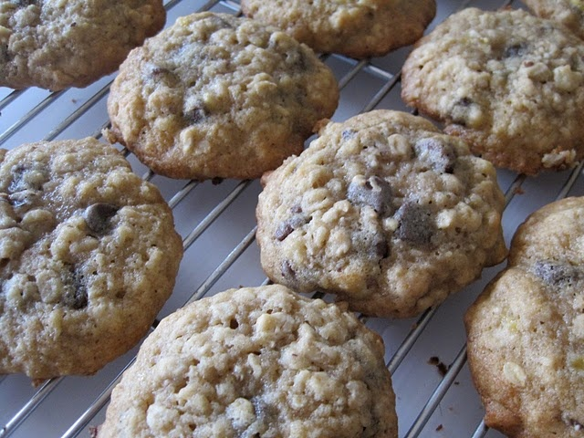 Banana-walnut chocolate chip cookies | Recipes | Pinterest