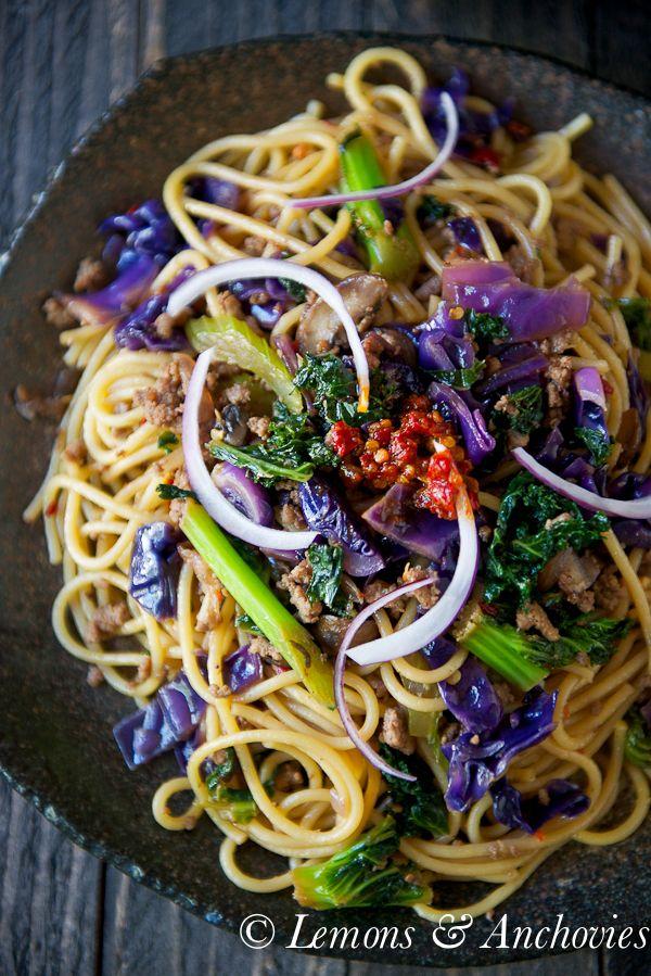 Stir-Fried Noodles with Kale & Cabbage | http://lemonsandanchovies.com