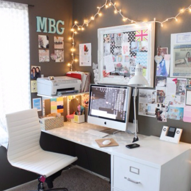 Cute office space for Office space inspiration