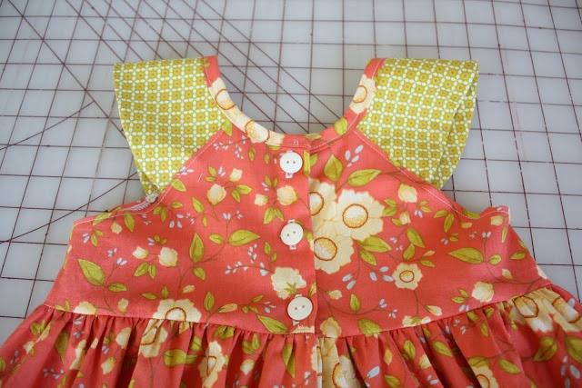 DYI  como transformar cuerpotipo de la blusa para convertir en semi raglan.......icandy handmade: fun in the sun(dress) Simple Raglan..............pinned by www.limondulce.com