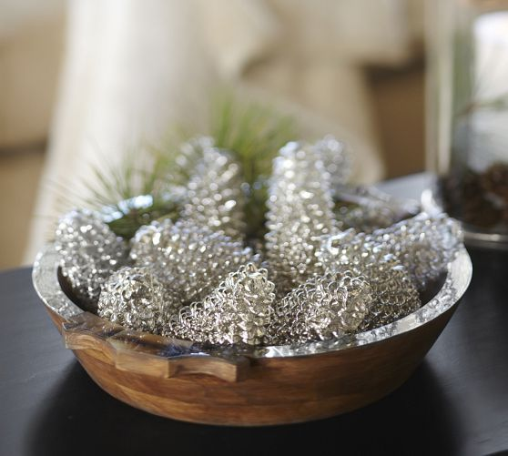 Spray paint pine cones crafty pinterest for How to paint pine cones for christmas