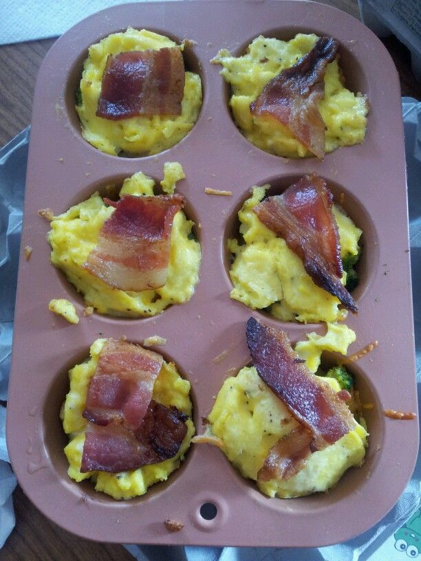 Crescent rolls, spinach, cheese, eggs, bacon ... Breakfast tarts