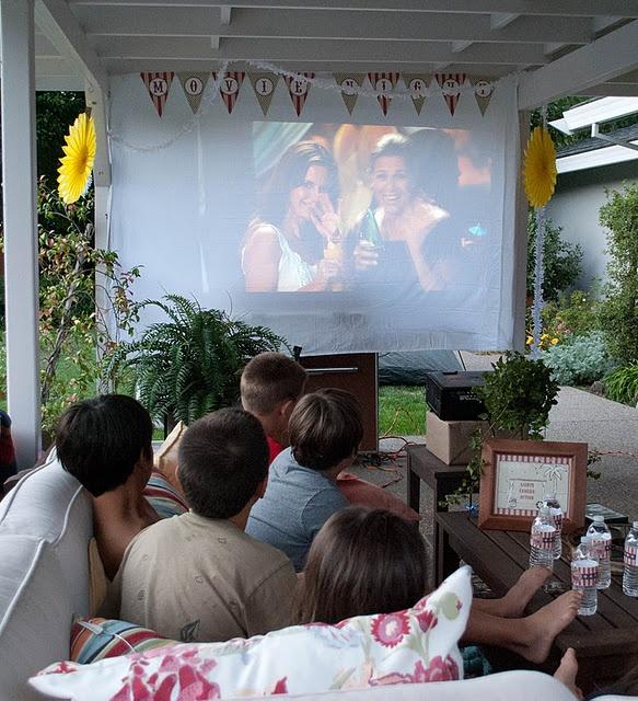 Nighttime Backyard Party Ideas : outdoor movie nights