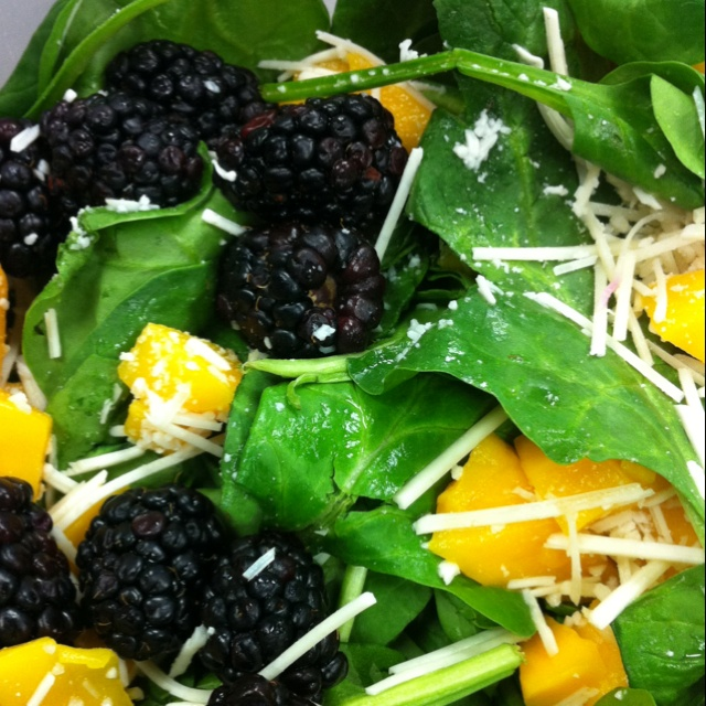 Spinach blackberry mango | real food . S A L A D | Pinterest