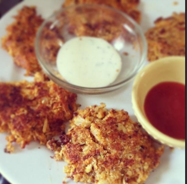 buffalo chicken quinoa fritters- http://www.closetcooking.com/2012/08 ...