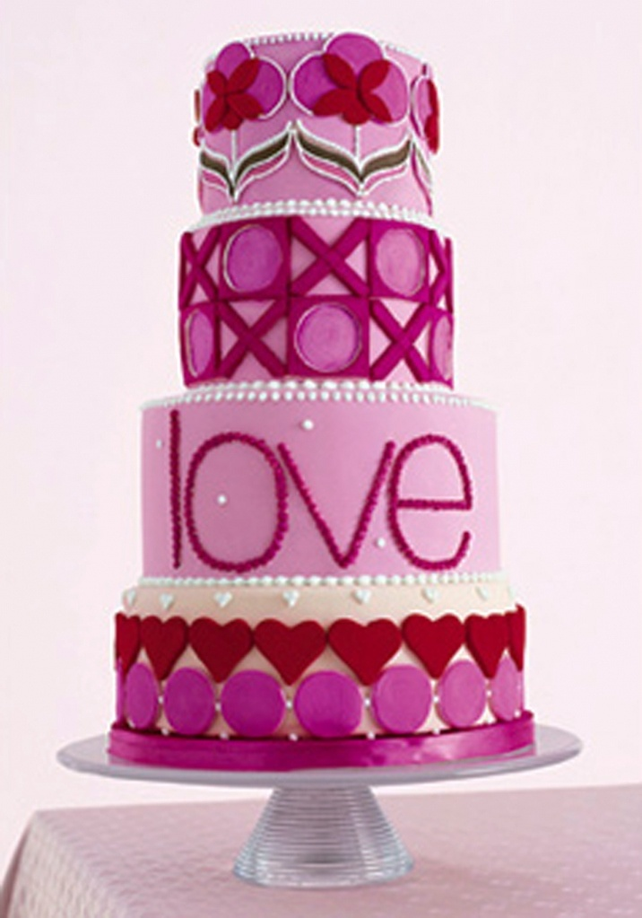 Modern Pink & Purple cake. Perfect for Valentines day :)