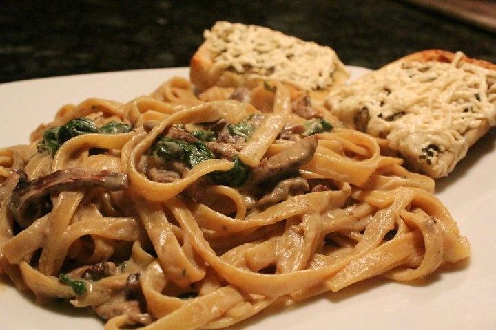 Vegan Spinach & Mushroom Fettuccine Alfredo | Vegan-Raw-Vegetarian ...