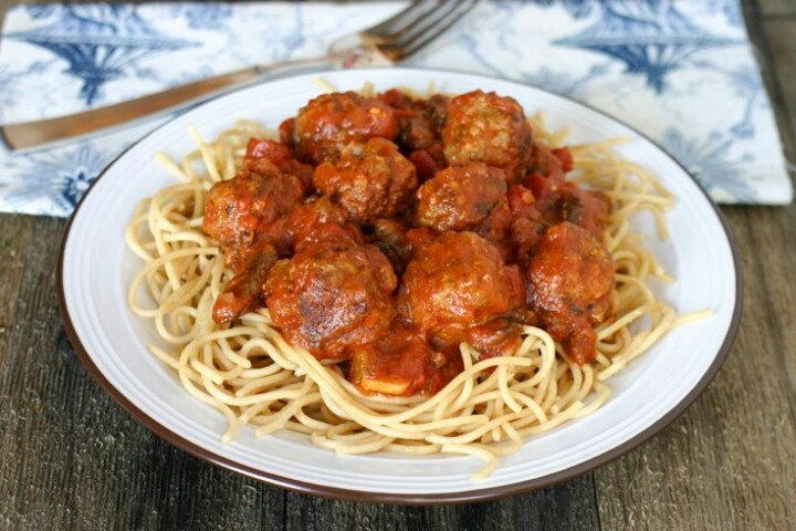 Mozzarella stuffed meatballs | Good Eats | Pinterest