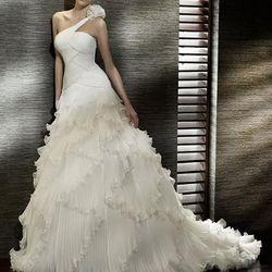 Glamorous ruffle wedding dress