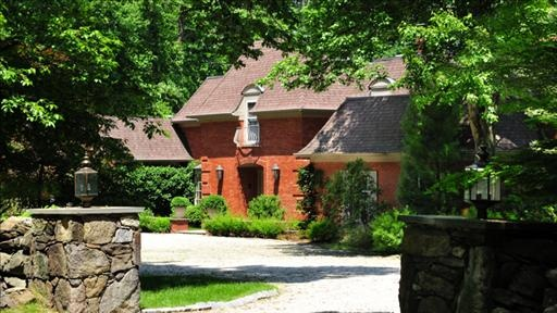 Regis Philbin sold his Greenwich, Conn., home for 3 million. (Credit: Images4)