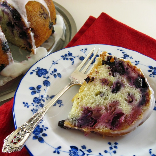 Summer Berry Buttermilk Bundt Cake | With a glass of milk | Pinterest