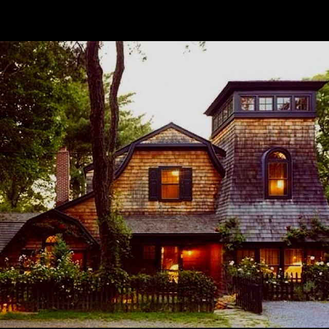 Cozy cottage houses pinterest for Pictures of cozy homes
