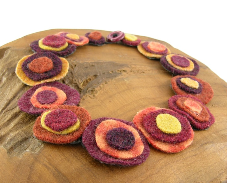 Felt circles necklace