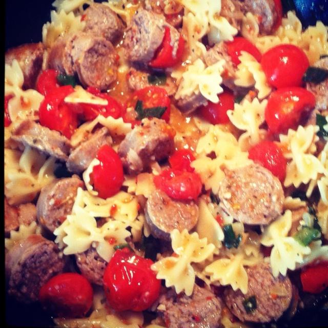 Italian turkey sausage, bowtie pasta, fresh tomatoes, white & green ...