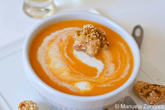 Curried carrot and coconut soup | YUM | Pinterest