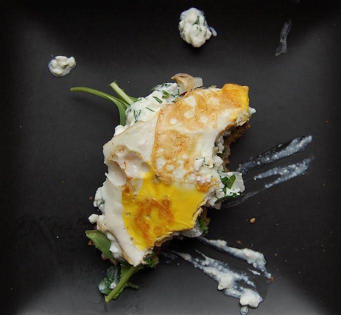 OPEN-FACED SANDWICH WITH ARUGULA, RICOTTA AND FRIED EGG
