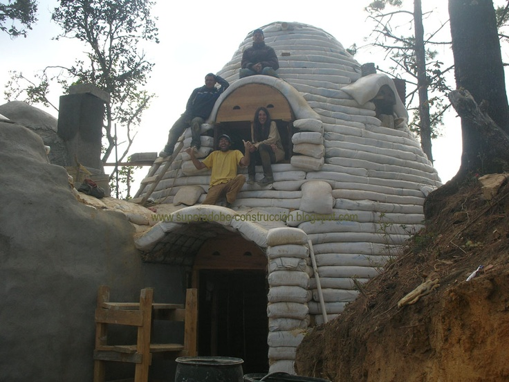 Bioconstruction with superadobe | Cob homes / adobe / domes / earthsh ...