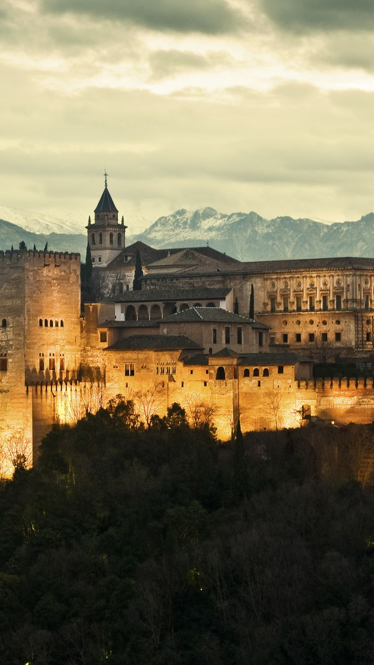 the alahambra The alhambra tours built on a hill overlooking granada and set against a backdrop of the sierra nevada, the alhambra is a sprawling complex of intricately decorated palaces, pristine.