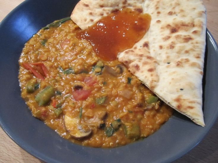 Tomato and Lentil Dhal Curry with naan bread & mango chutney