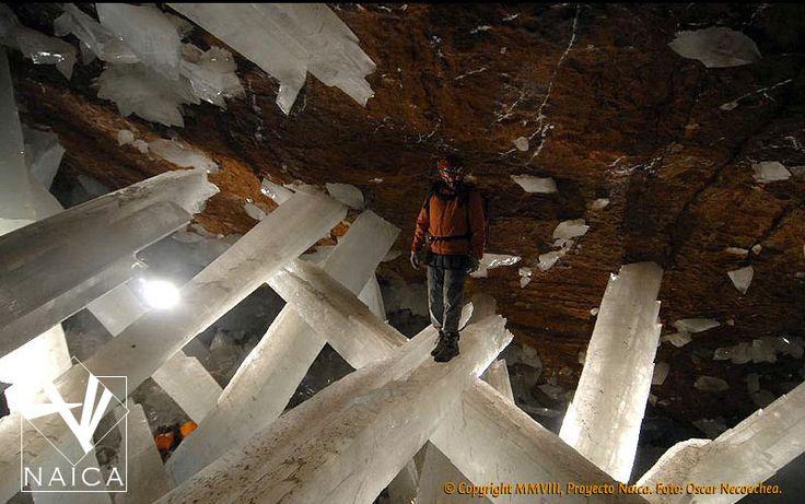 Quartz Crystal Cave Giant Quartz Crystal C...