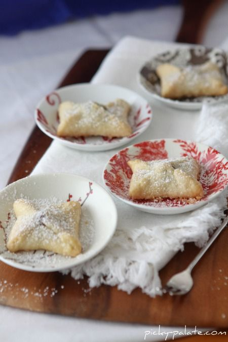 Tiny sweets: Kiss Pies. Only two ingredients: pie crust & Hershey's ...