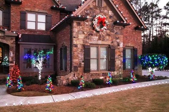 Front yard christmas decor dream home pinterest for Front yard decor