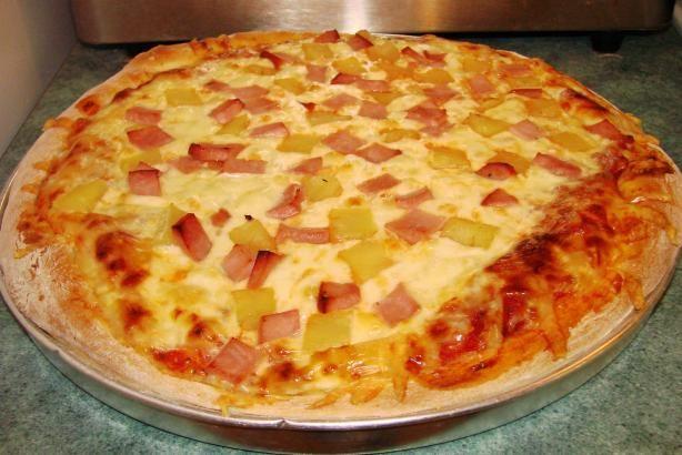 Hawaiian Pizza | Recipe: http://pinterest.com/pin/126663808240313302/