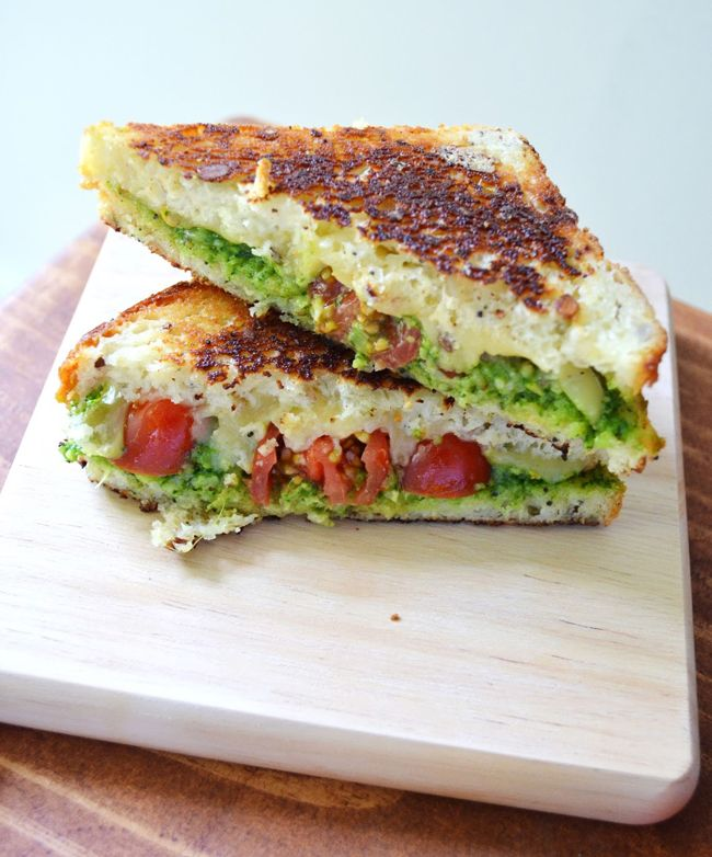 EAT – Spinach Pesto and Gouda Grilled Cheese Sandwich