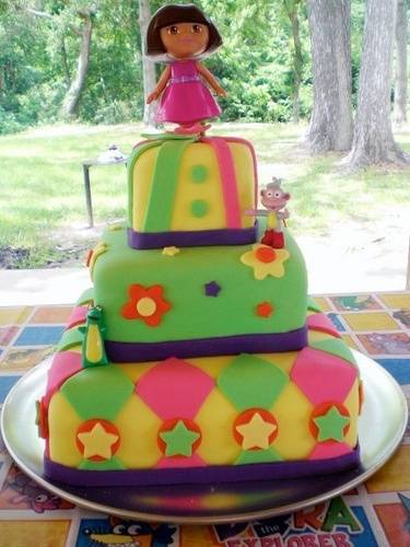 I love this Dora cake