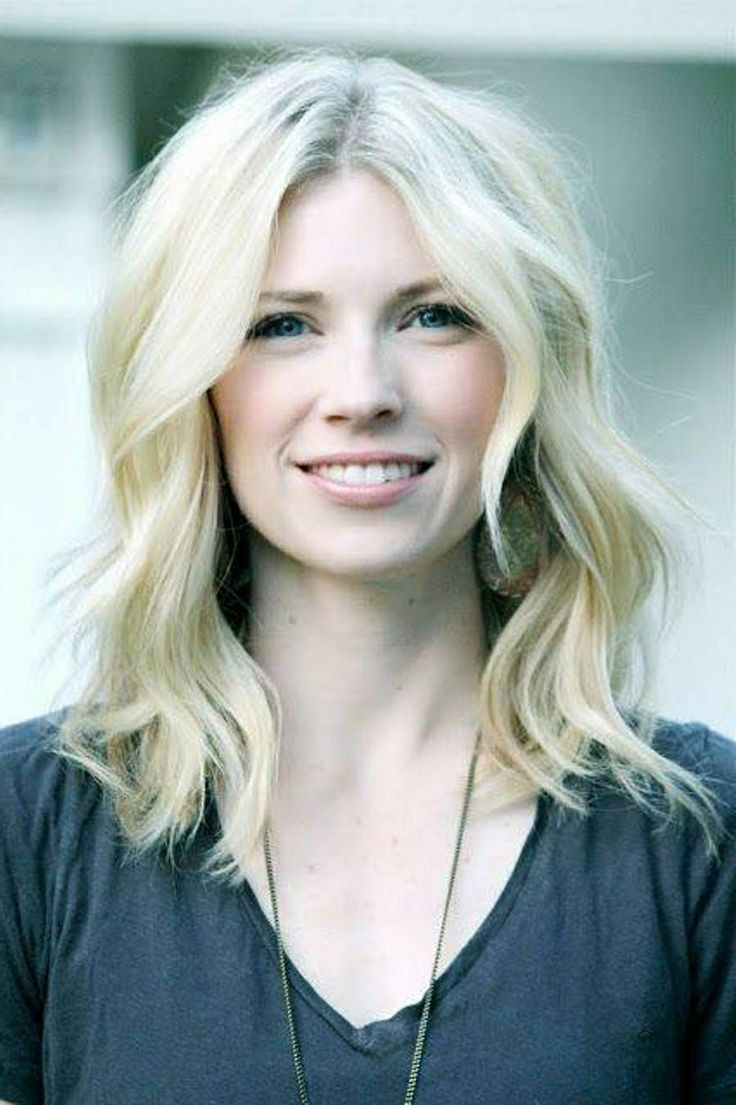 Brooke White long bob, wavy hair