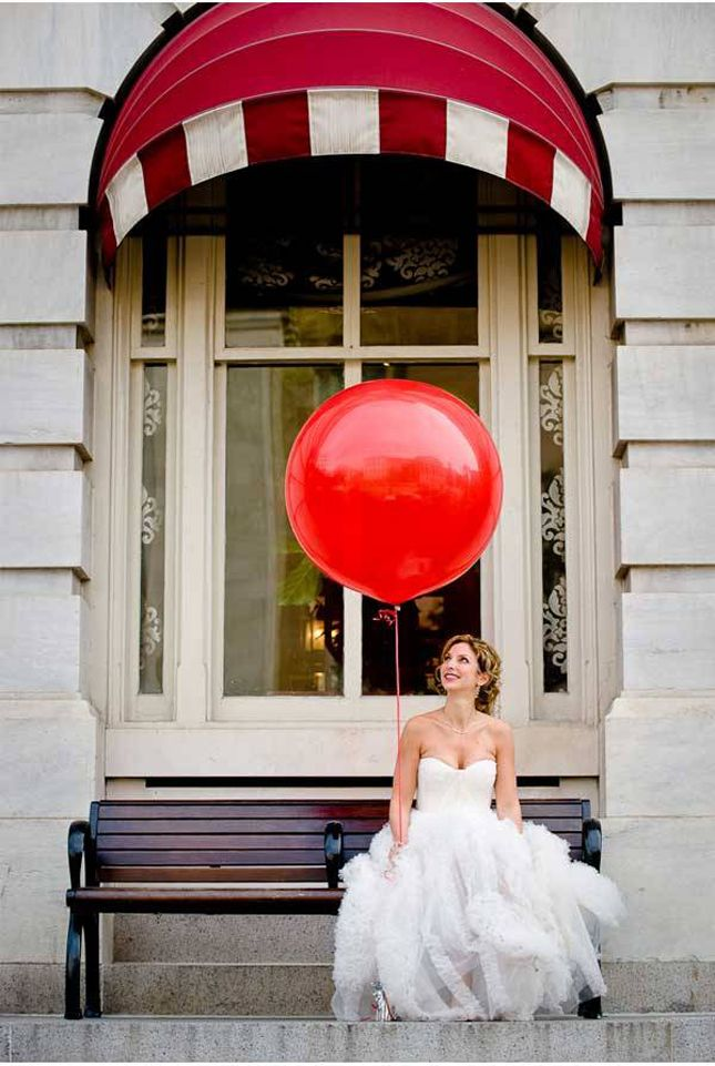 cute bride with big red #balloon, great photo