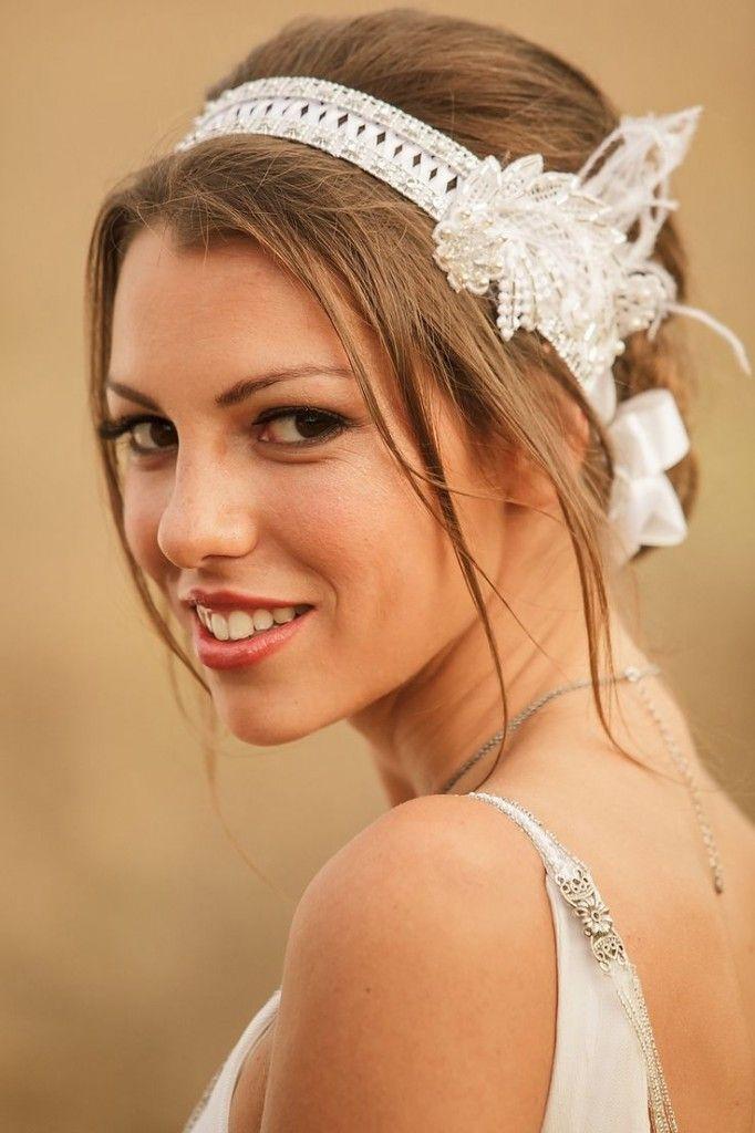 Idées coiffure mariage avec headband de mariée