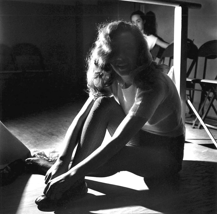 marilyn monroe in dance class in 1949