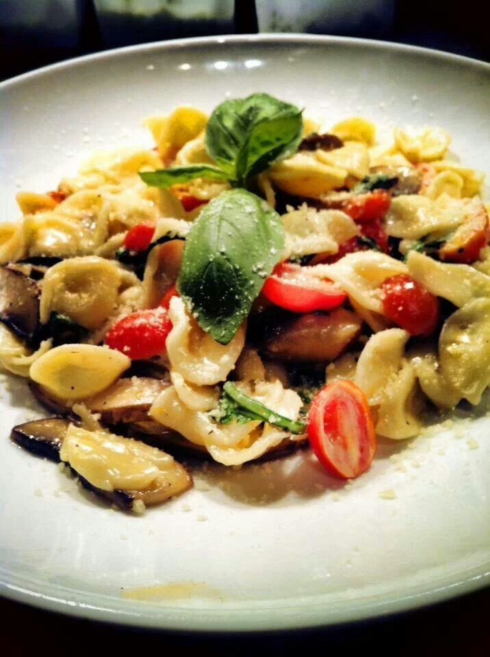 Orecchiette, arugula, cherry tomatoes, portobello mushrooms, all ...