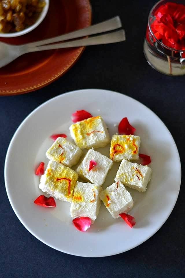 Mix and Stir: Bhapa Sandesh / Steamed Home-made Cottage Cheese Fudge