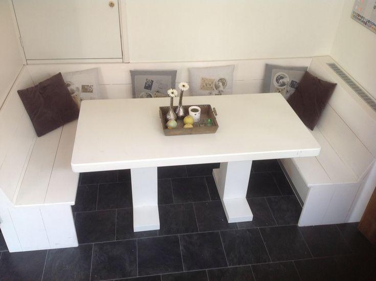Eethoekbank met tafel.  Houten meubelen voor het Binnenleven XL gevo ...