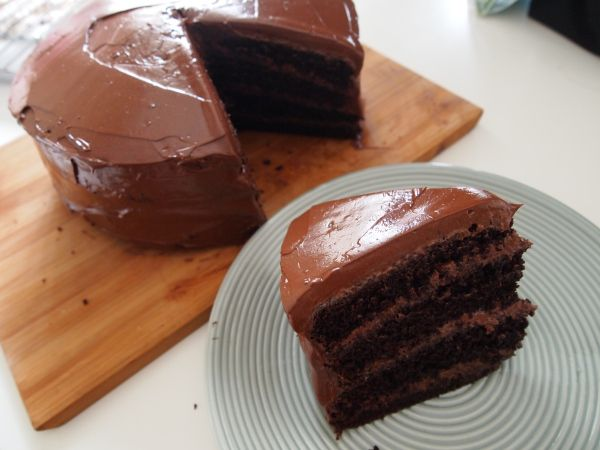 Yellow Birthday Cake With Fluffy Chocolate Ganache Frosting Recipe ...