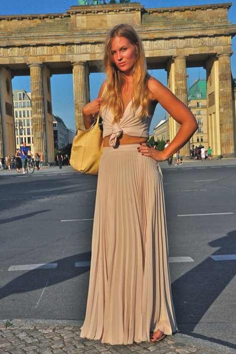 The pleats of this Berliner's maxi skirt perfectly echo the Brandenburg Gate's Doric columns. Incredible!