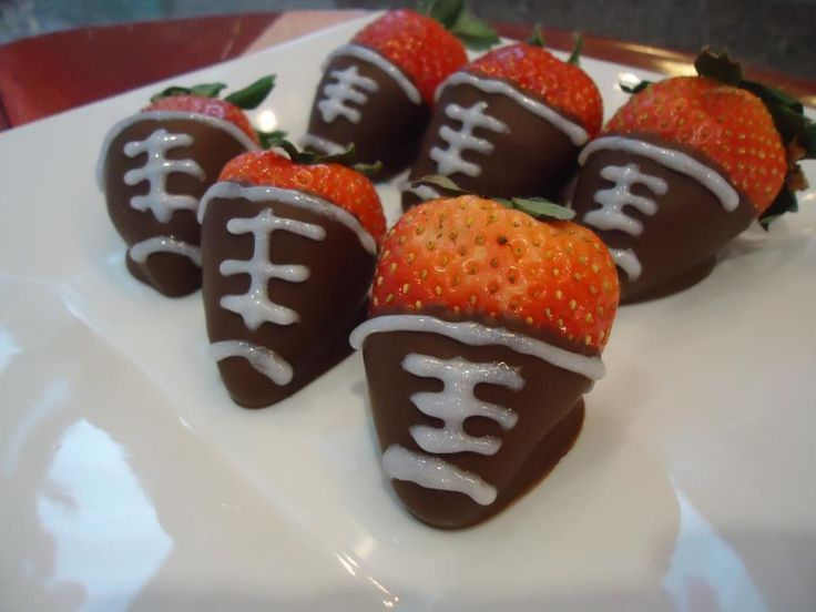 Chocolate Covered Strawberry Footballs #Superbowl #appetizers
