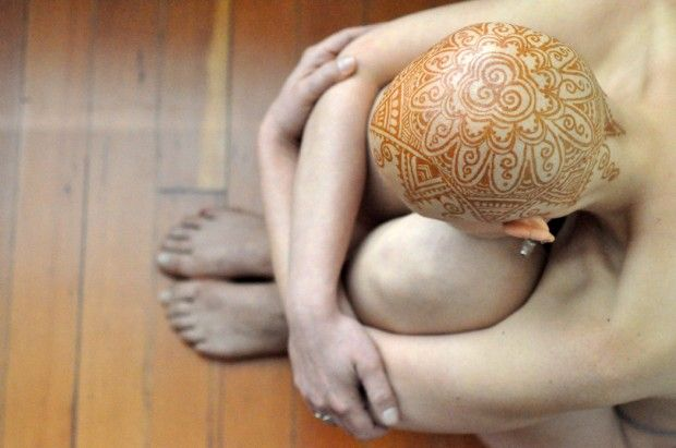 """Henna Heals"" — that's the name of a new Toronto team of artists whose exquisite, hand-painted ""henna crowns"" turn the bald heads of women who have lost their hair to chemotherapy into inspiring works of art. Photographer Frances Darwin is its founder."