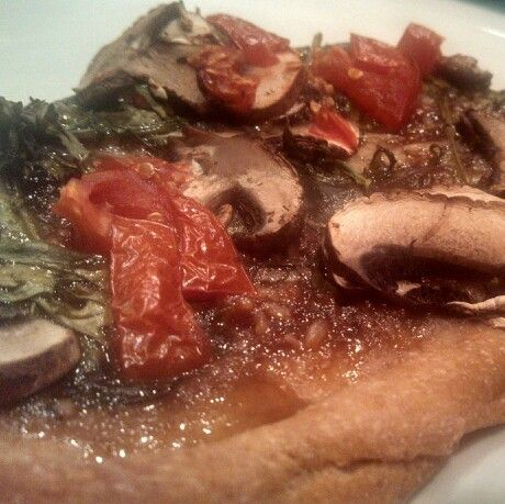 Blt pizza with mushrooms and whole wheat crust and bacon jam! You have ...