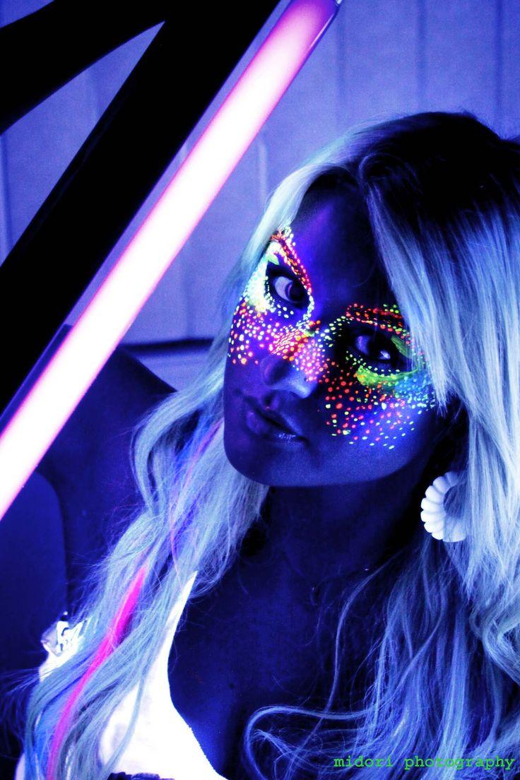 Blacklight art face paint glow party pinterest for Black light room paint