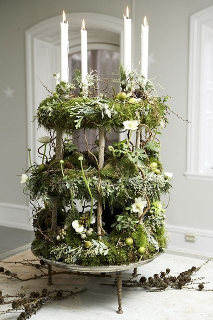 cyndylou3:    (via for the love of christmas / tiered wreath and candle centerpiece)