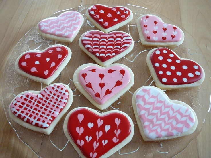 Heart sugar cookies with royal icing. | Cupcakes & Cookies | Pinterest