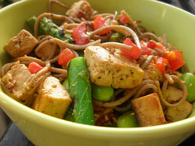 Tofu Soba Noodle Stir Fry | Hungry Hungry Runner | Pinterest