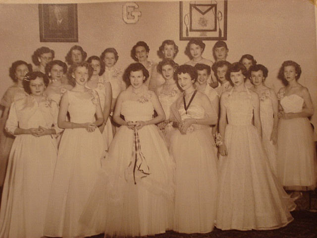 tell about debutante ball