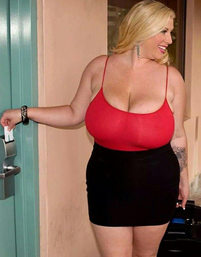 BBW Renee Ross uses her hooters as a jizz landing pad after sucking cock № 394006 без смс
