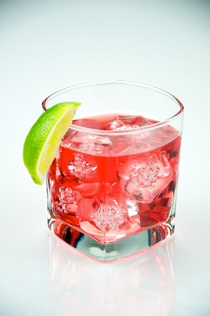 Cape cod vodka cranberry juice cocktails mixed for Best alcohol to mix with cranberry juice