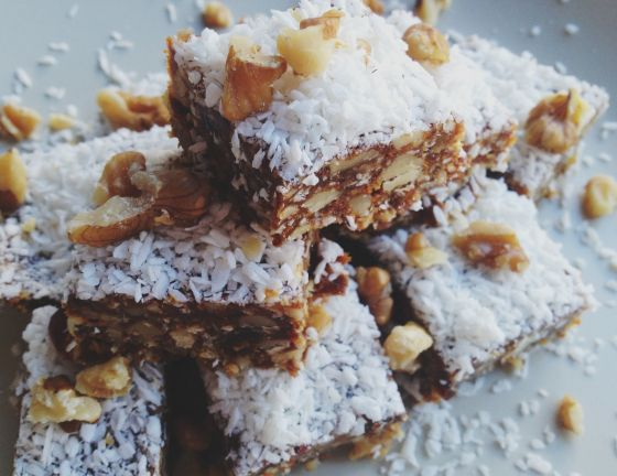 Coconut Date Protein Squares | Vegan food (sweet) | Pinterest